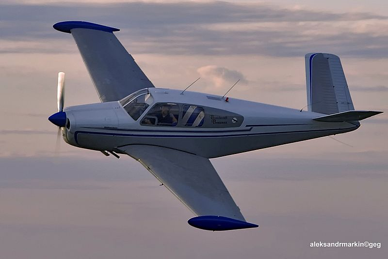 Beech C35 Bonanza civil en vol