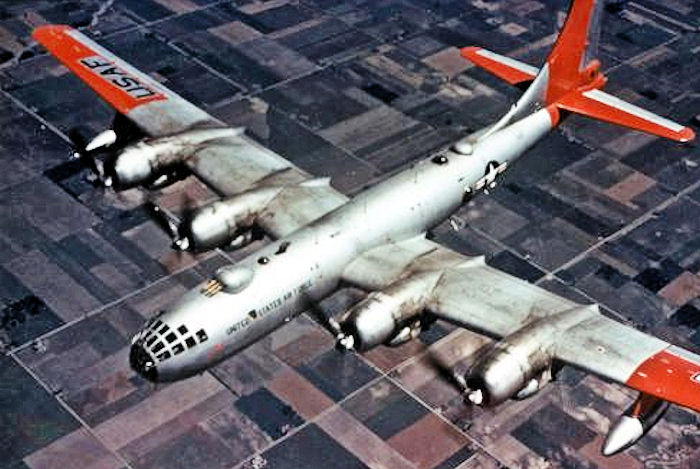Boeing B-50 Superfortress (RB-50F) de l'USAF en vol en couleurs