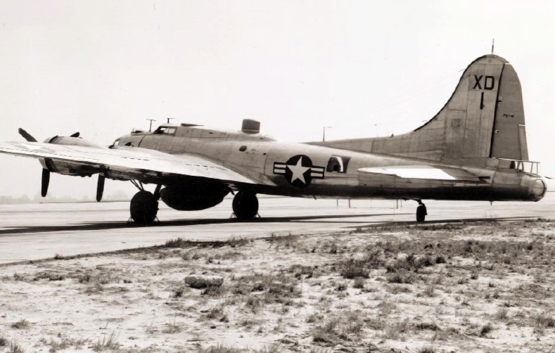 Boeing B-17 Flying Fortress (PB-1W) de l'US Navy au sol