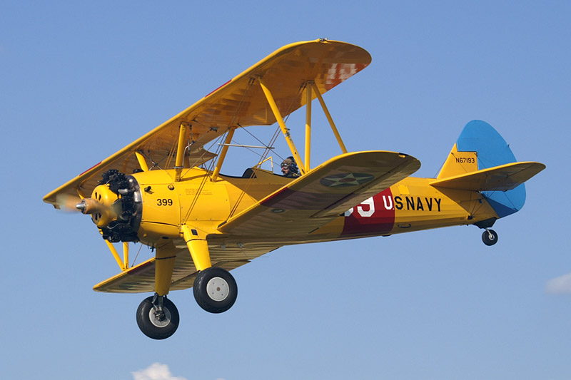 Boeing-Stearman 75 Kaydet aux couleurs de l'US Navy en vol