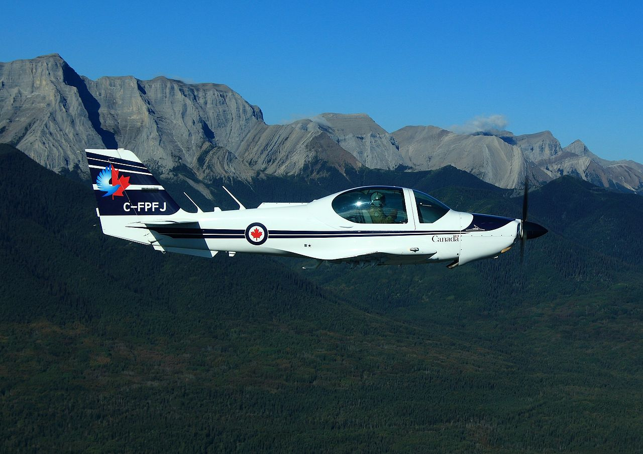 Grob G-120A canadien en vol