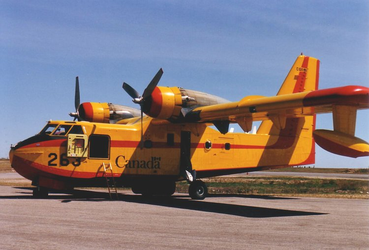 Canadair CL-215 Scooper civil au Canada