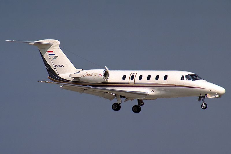 Cessna 650 Citation VI civil en vol, train sorti