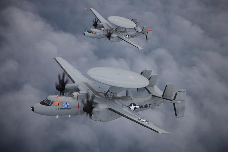 Grumman E-2D Advanced Hawkeye de l'US Navy en formation