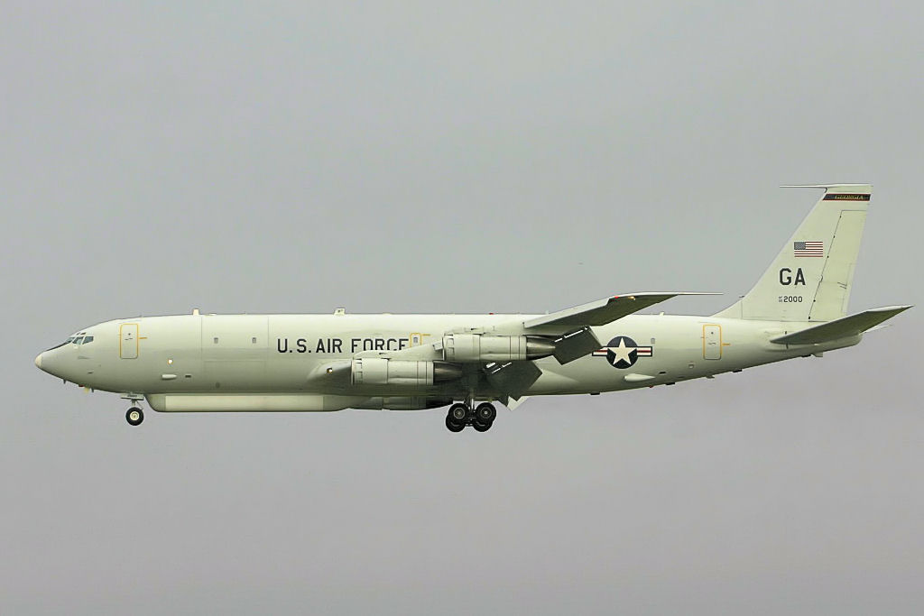 Northrop-Grumman E-8C Joint STARS en vol train sorti