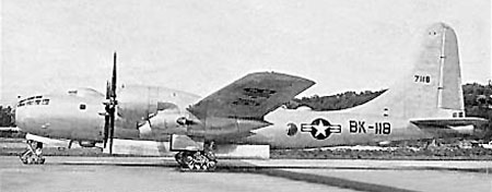 Boeing B-50 Superfortress (EB-50B) de l'USAF au sol