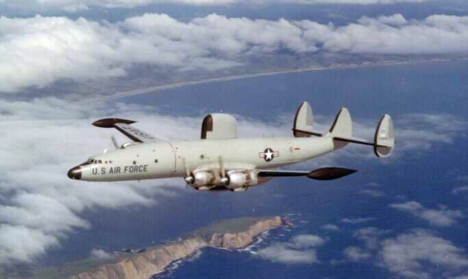 Lockheed EC-121D Warning Star de l'USAF en vol