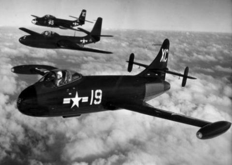 Vought F6U Pirate en formation