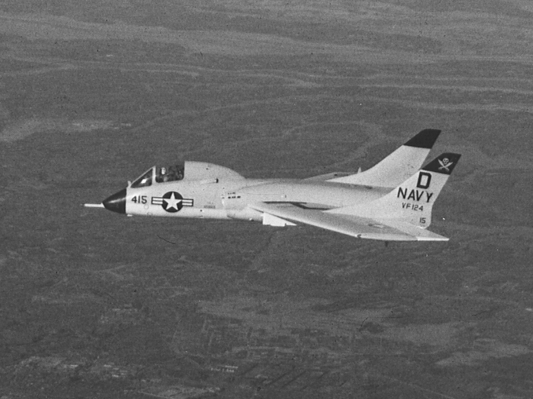 Vought F7U Cutlass (F7U-3) de l'US Navy en vol