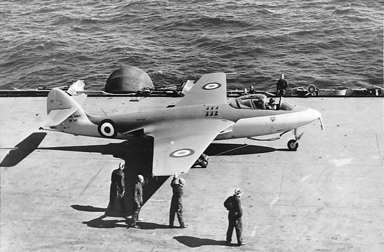 Hawker Sea Hawk F.1 sur le pont