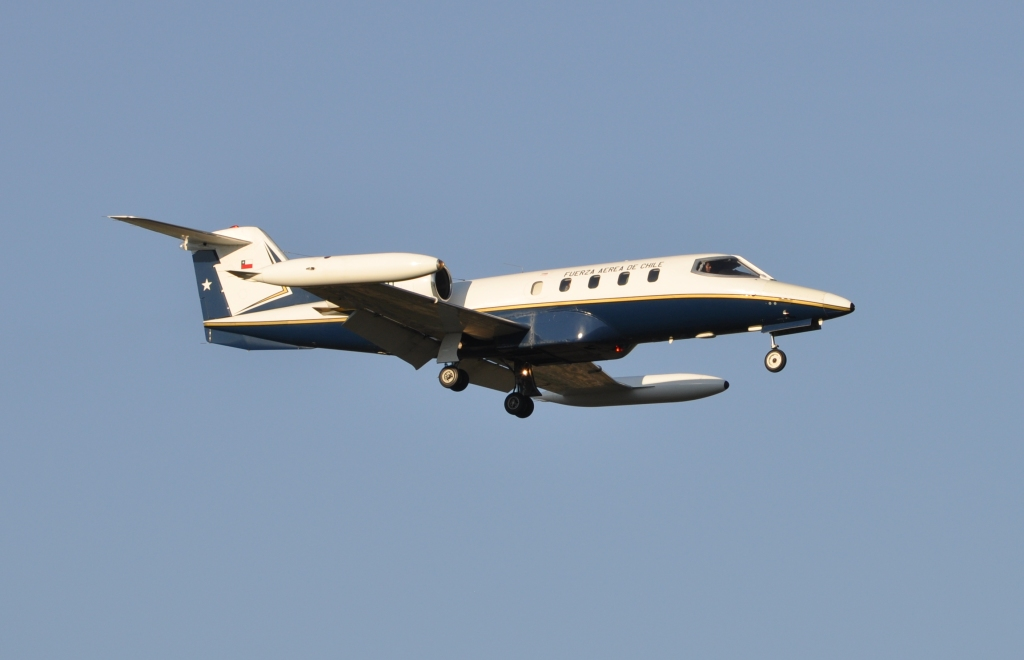 Learjet 35A (RC-35) chilien en vol train sorti