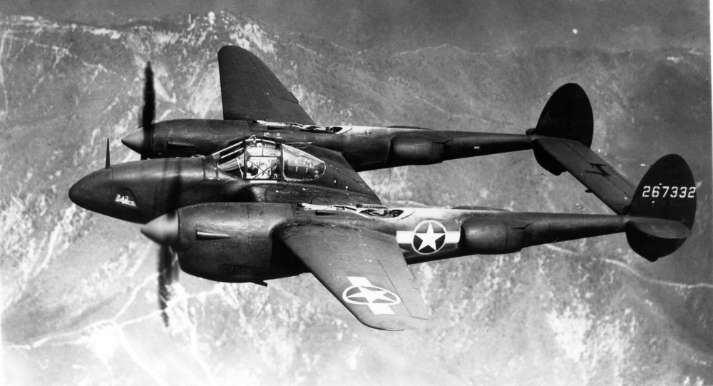 Lockheed P-38 Lightning (F-5B) en vol
