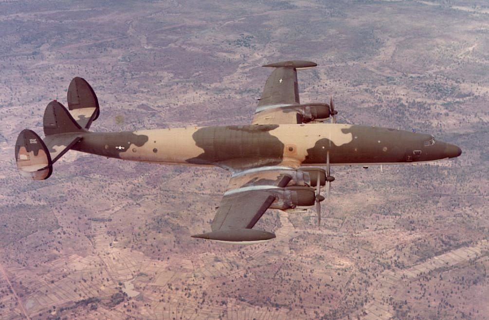Lockheed EC-121R Warning Star en vol