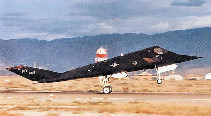 Lockheed F-117A Night Hawk de l'USAF au décollage