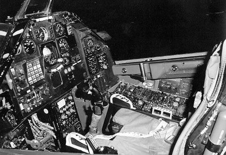 Lockheed F-117A Night Hawk - Cockpit
