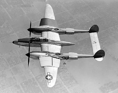 Lockheed P-38E Lightning en vol