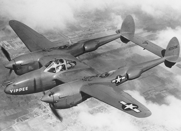 "Lockheed P-38J Lightning ""Yipee"" en vol"