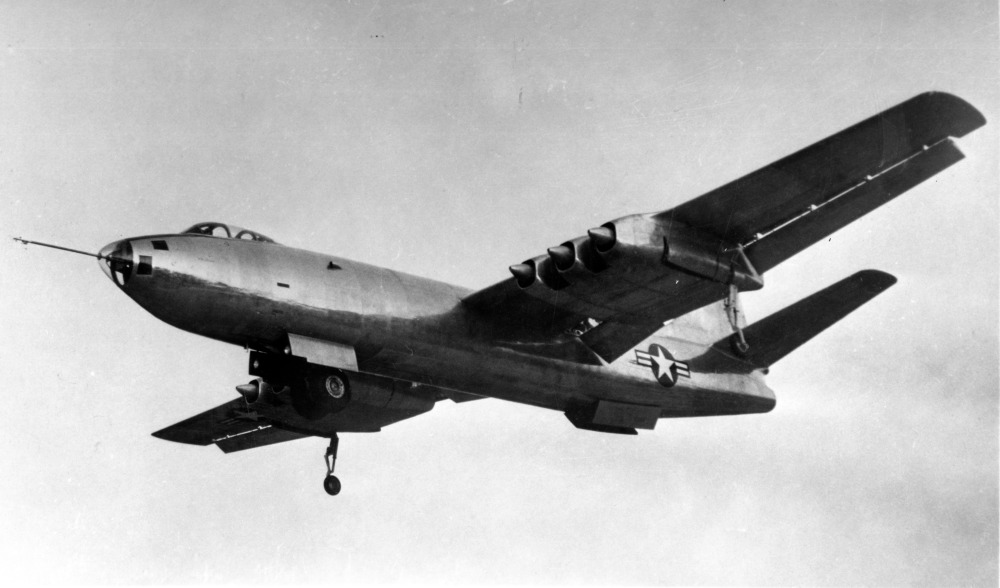 Martin XB-48 en vol train sorti