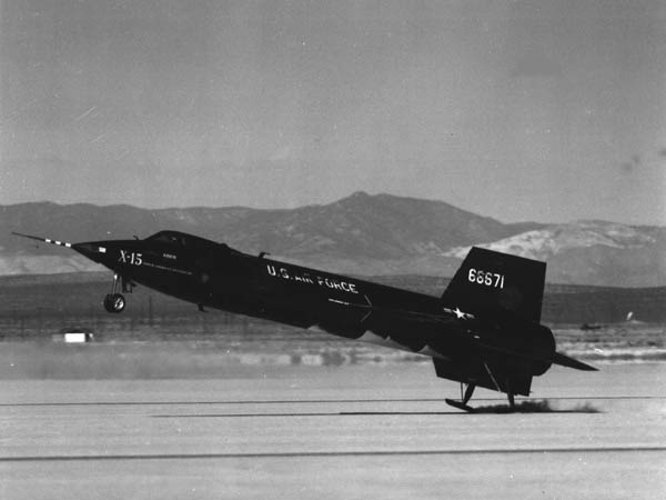 North American X-15 à l'atterrissage