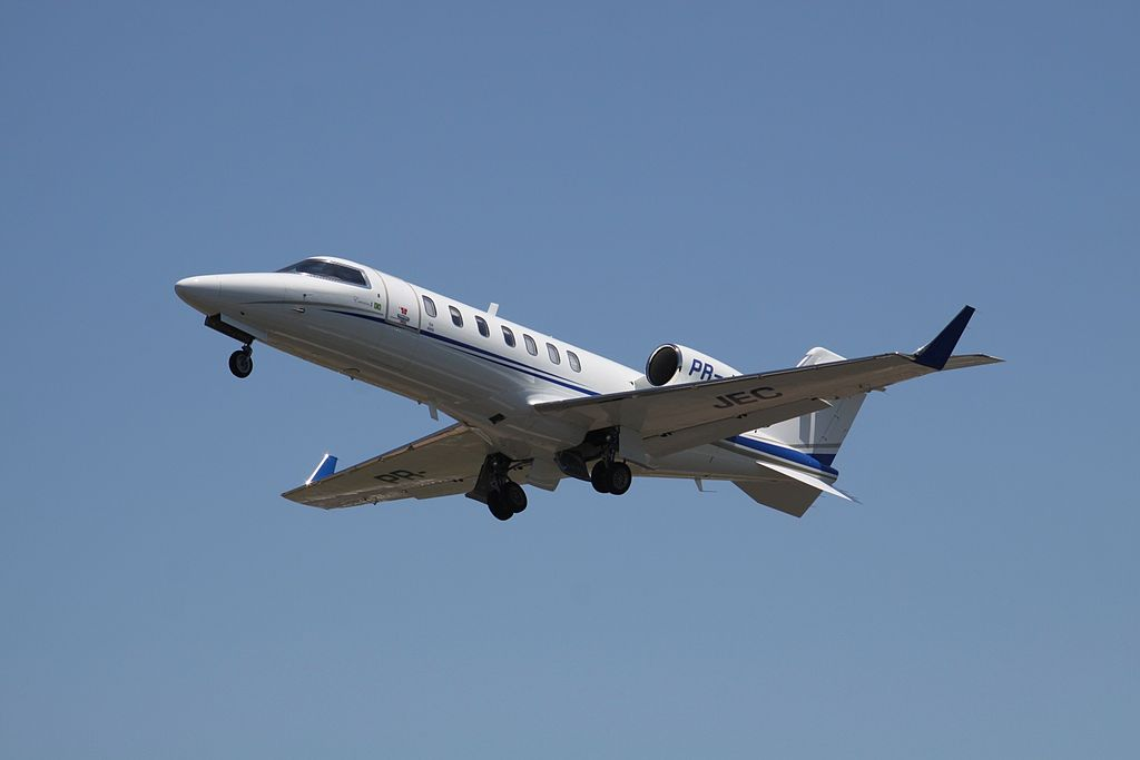 Learjet 40 en vol train sorti