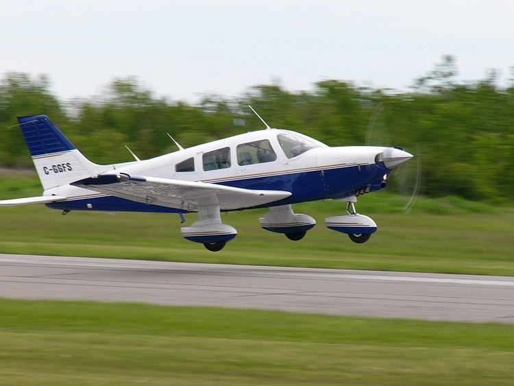 Piper PA-28-236 Cherokee civil
