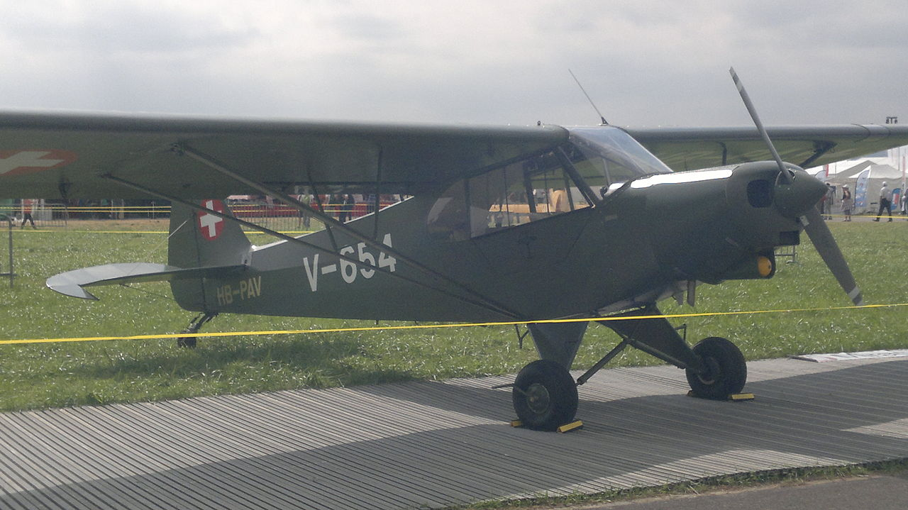 Piper PA-18-150 Super Cub aux couleurs suisses