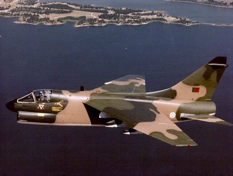 Vought A-7P Corsair II portugais en vol
