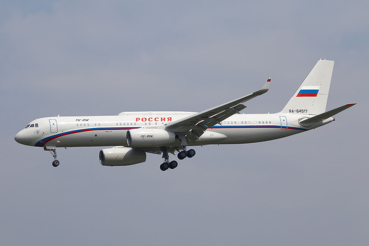 Tupolev Tu-204 (Tu-214PU) en vol train sorti