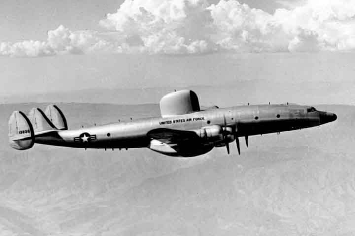 Lockheed EC-121 Warning Star (RC-121C) de l'USAF en vol