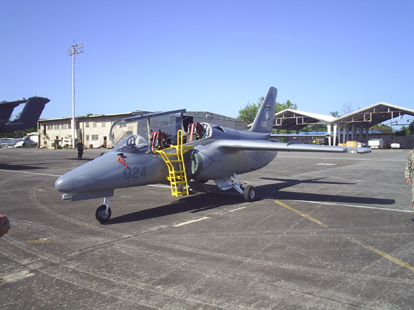 SIAI S-211 (AS-211) philippin au sol