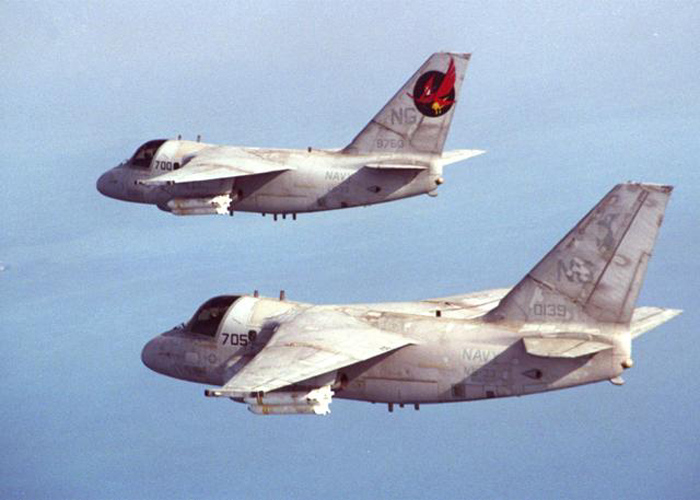 Lockheed S-3B Viking de l'US Navy en formation