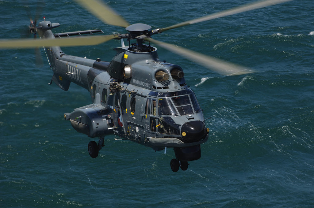 Aérospatiale AS532 SC Cougar (SH-32) de la marine chilienne en vol