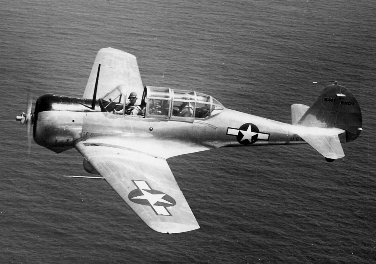 Curtiss-Wright CW-22 (SNC-1) de l'US Navy en vol