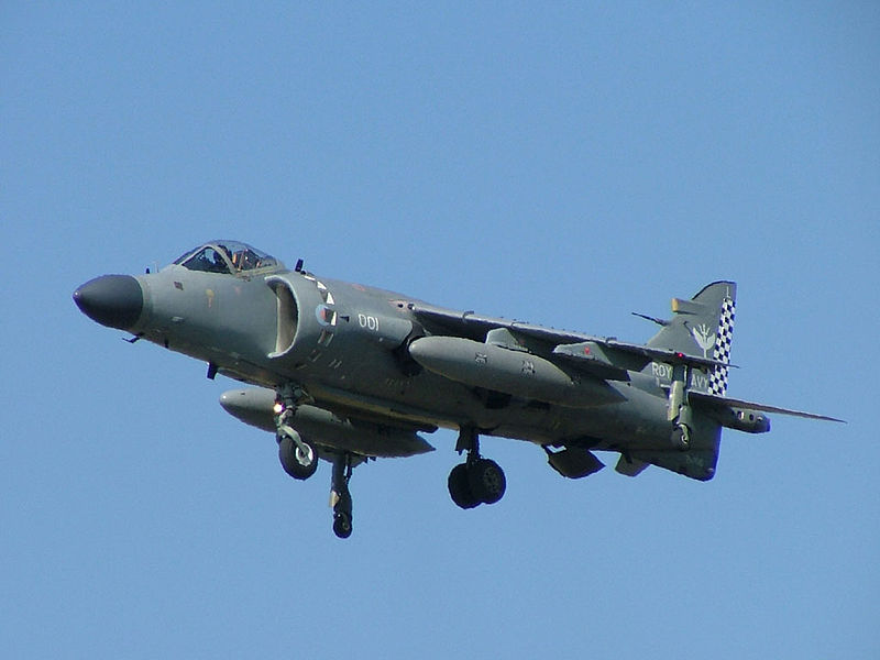 BAe Sea Harrier FA.2 de la Royal Navy en sustentation