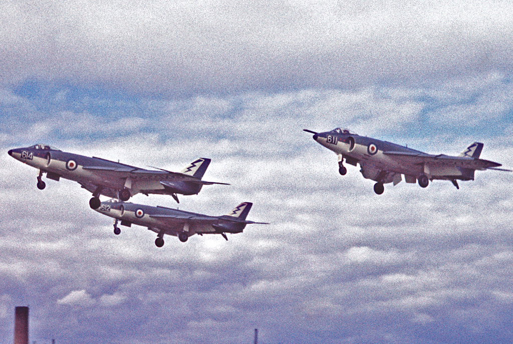 Supermarine Scimitar en formation