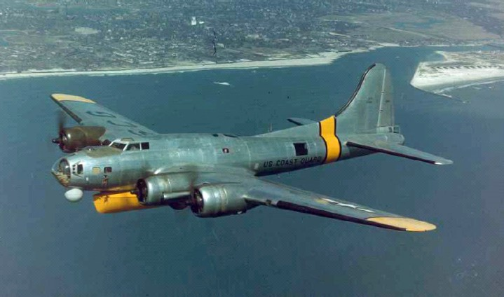 Boeing B-17 Flying Fortress (PB-1G) de l'USCG en vol