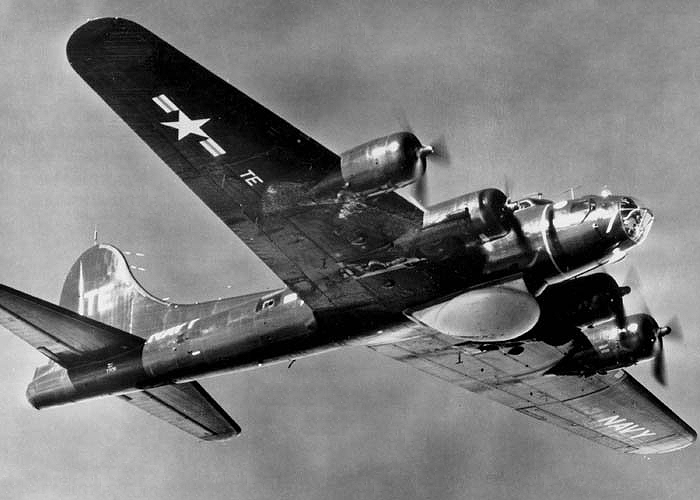 Boeing B-17 Flying Fortress (PB-1W) de l'US Navy en vol