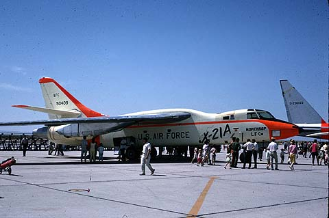 Northrop X-21A au statique, en couleurs