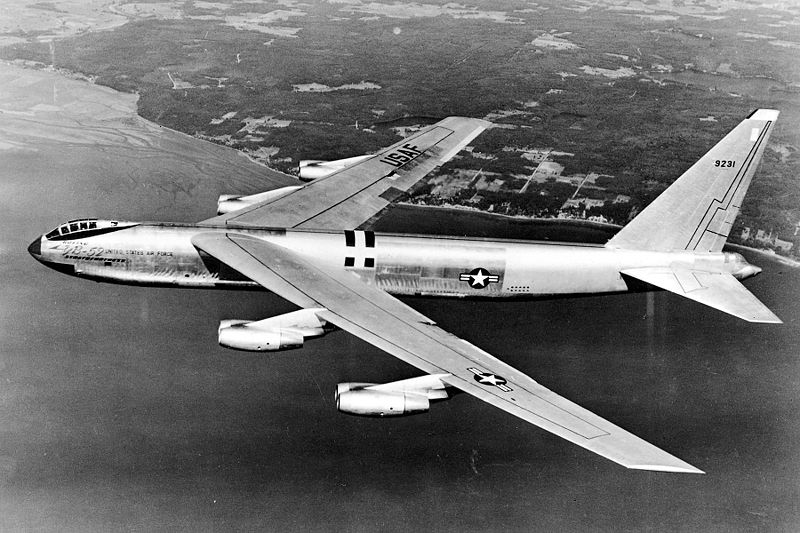 Boeing B-52 Stratofortress (YB-52) en vol