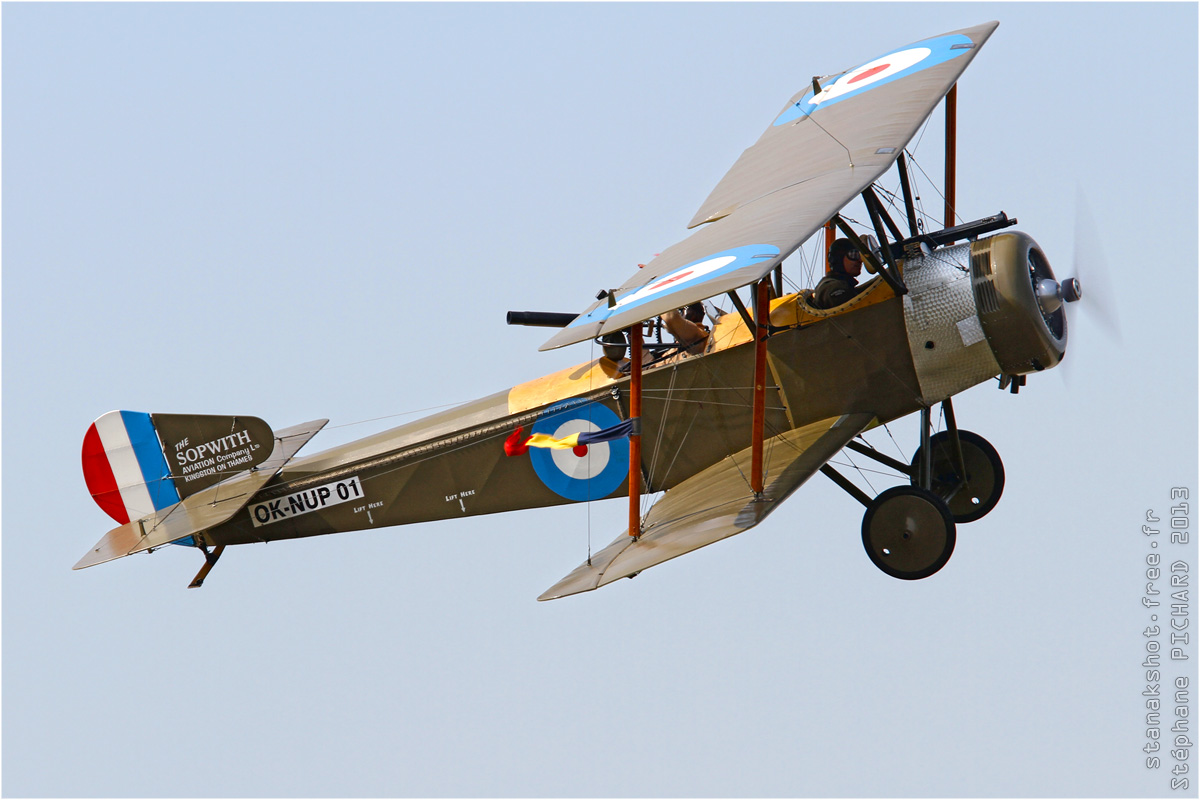 Sopwith Strutter - Réplique aux couleurs du Royal Flying Corps en vol par Stanak